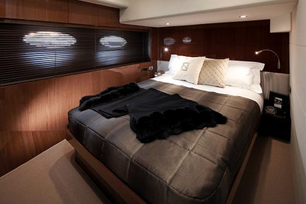 Princess Flybridge 78 Motor Yacht Starboard Cabin