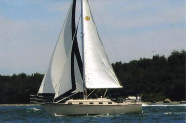 Island Packet 32 Under Sail
