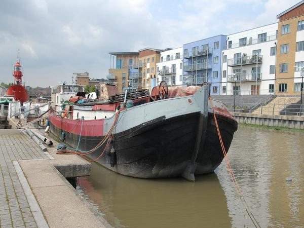 Dutch Motor Barge Zee Tjalk 23m