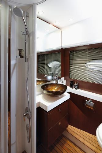 Princess Flybridge 64 Motor Yacht Starboard Guest Cabin Bathroom