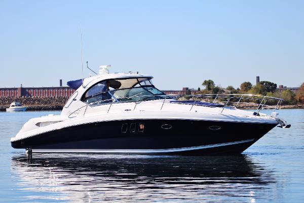 Sea Ray 38 Sundancer starboard profile
