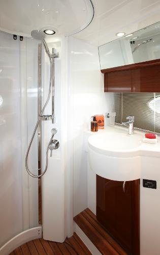 Princess Flybridge 42 Motor Yacht Bathroom