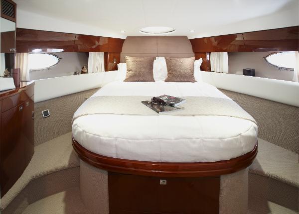 Princess Flybridge 42 Motor Yacht Master Cabin