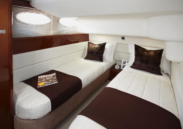 Princess Flybridge 42 Motor Yacht Twin Cabin