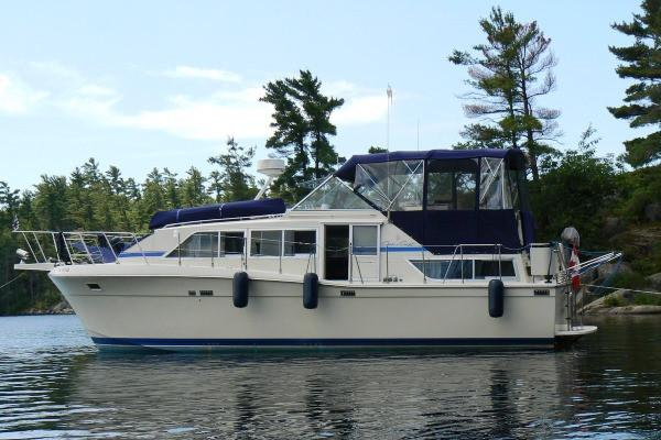 Chris-Craft Catalina 381 Chris Craft 381 Catalina Double Cabin