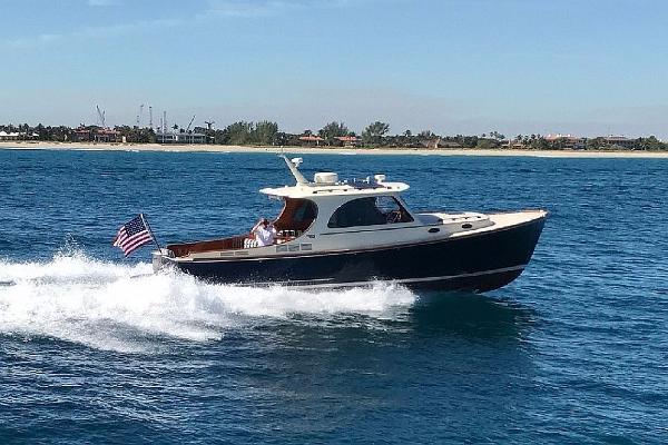 Hinckley Picnic Boat MKIII Gracious