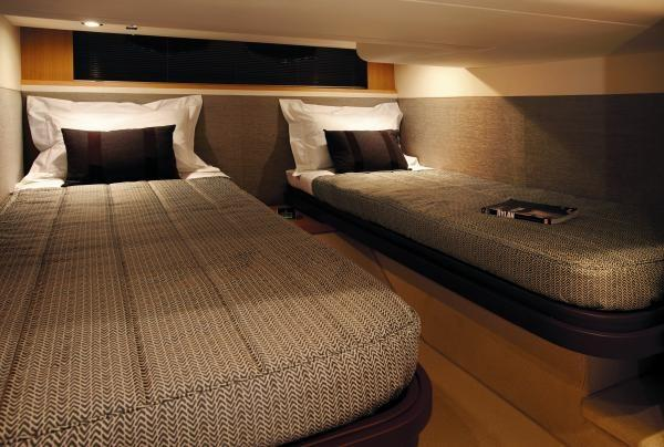 Princess V42 Twin Cabin