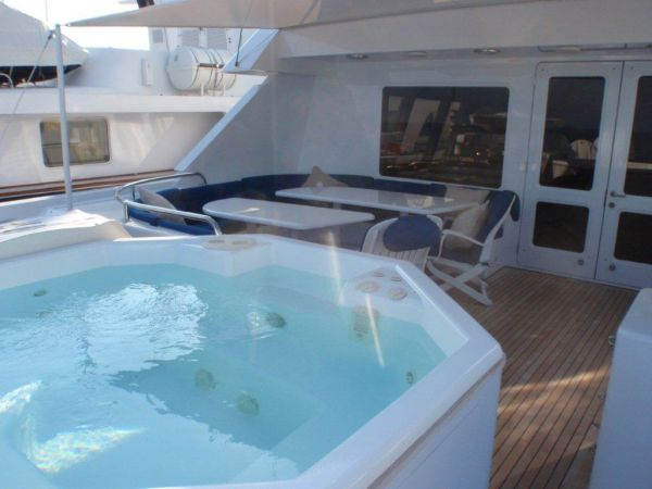 Flybridge Jacuzzi & Al Fresco Dining