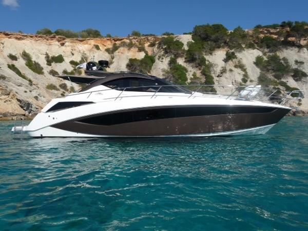 Galeon 385 HTS Starboard view