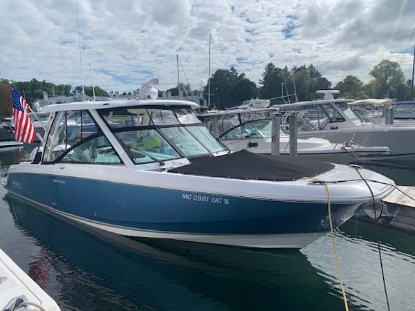 Boston Whaler 320 Vantage 32' 2017 Boston Whaler 320 Vantage