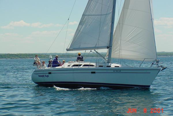 Catalina 380 Under sail