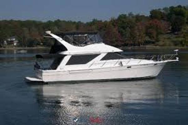 Bayliner 3988 Sedan Bridge MY Starboard Profile