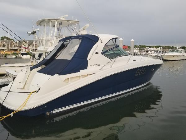 Sea Ray 390 Sundancer Port Side