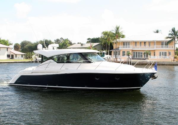 Tiara 39 Coupe Starboard Profile
