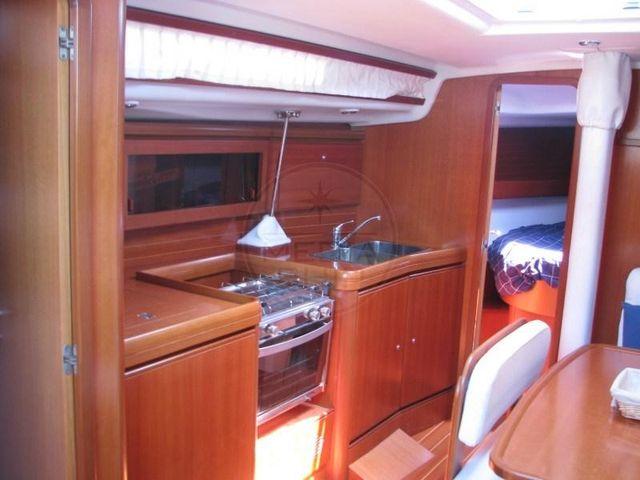 CANTIERI DEL PARDO - GRAND SOLEIL 37 - interiors