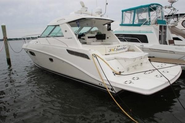 Sea Ray 450 Sundancer Port Side