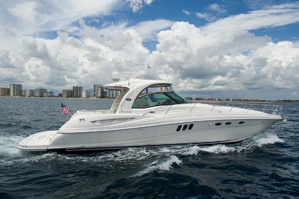 Sea Ray 52 Sundancer STBD profile