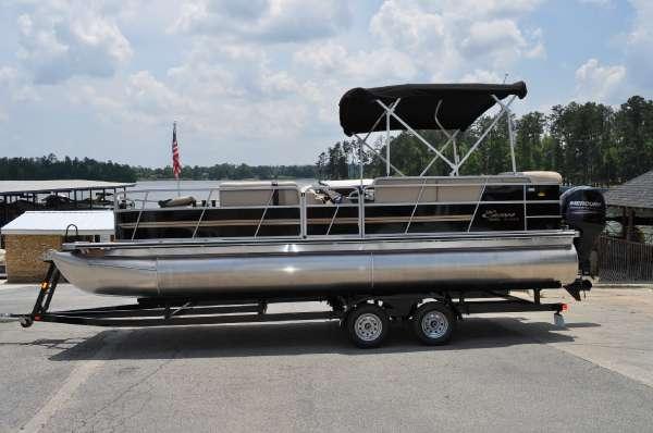 Encore Boat Builders Bentley 240 Fish