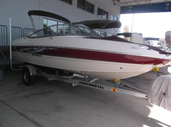 Stingray 204 LR Outboard Sport Bowrider