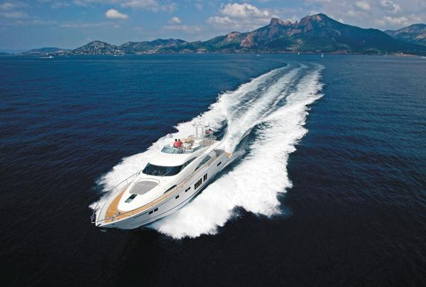 Fairline Squadron 78 Custom Running Shot