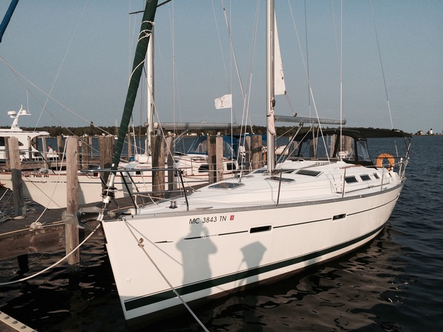 Beneteau Oceanis Clipper 373 Mode De Vie at dock