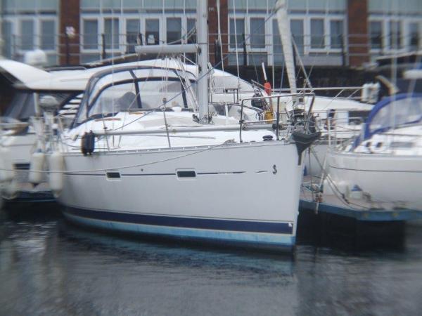 Beneteau Oceanis Clipper 373 At Berth