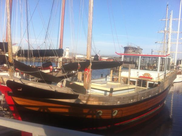 Chinese Junk by Luen Yard Port Bow