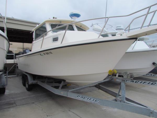 Parker 2520 XL Sport Cabin Profile view