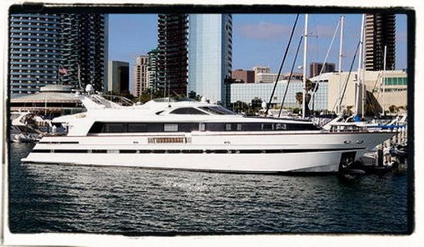 Dragos Yachts Sleeps 18...Fast Cruiser Marriot Marina Downtown San Diego