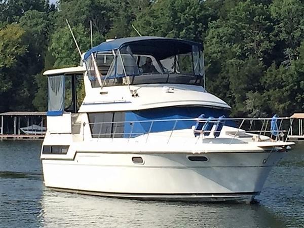 Carver 3807 Aft Cabin Motoryacht Starboard Bow