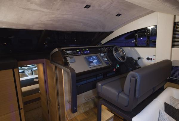 Fairline Squadron 42 Helm