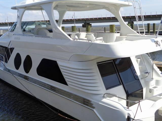Bluewater Yachts 5800 COASTAL CRUISER Port View