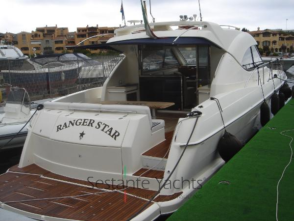 Riviera Marine 4700 Sport Yacht DSC09189
