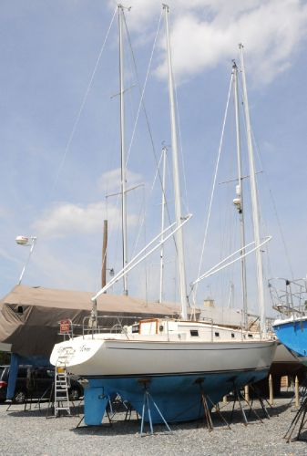 OFFSHORE YACHTS Cat-Ketch Tom Tom