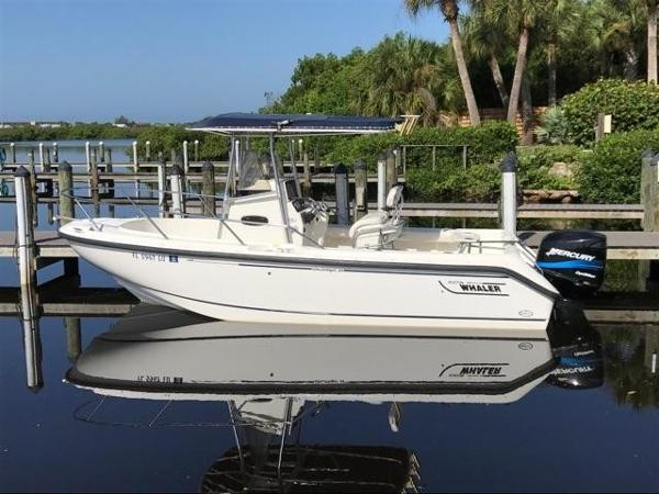 Boston Whaler 21 Outrage Port View