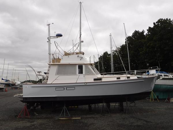 Legacy 40 Sedan 40' Legacy starboard profile