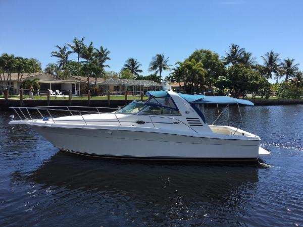 Sea Ray 340 Amberjack Port side