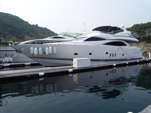 Sunseeker Manhattan 94 Profile