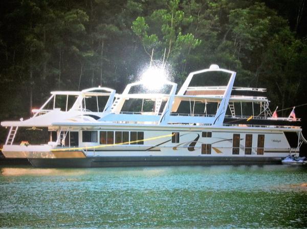 Fantasy 20' x 102' Houseboat