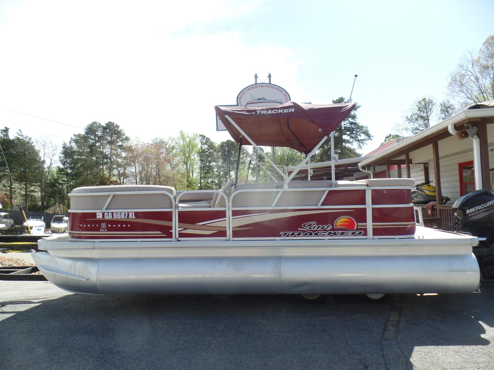 Sun Tracker Party Barge 21 DLX
