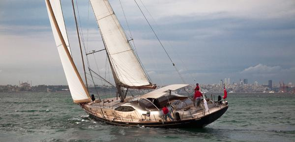 28 m Sloop Sailing
