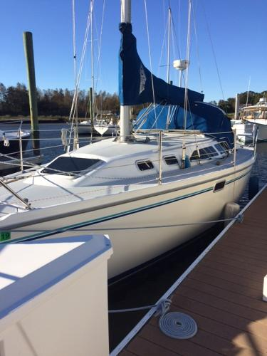 Catalina 320 PORTSIDE VIEW