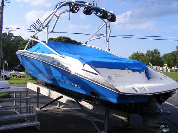 Regal 2200 Bowrider Exterior