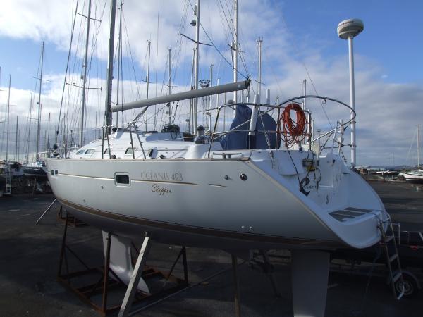 Beneteau 423 Ashore