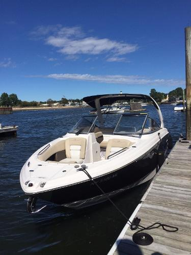 Regal 2700 ES Bowrider On the dock