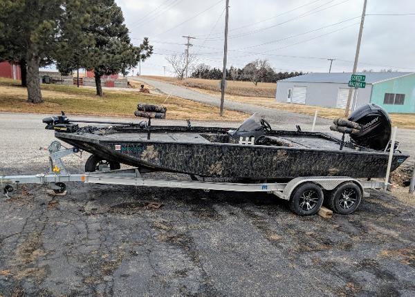 Lowe 20 Catfish