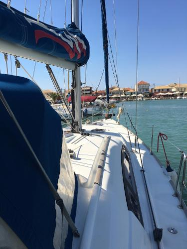 Beneteau Oceanis 43 Looking Forward