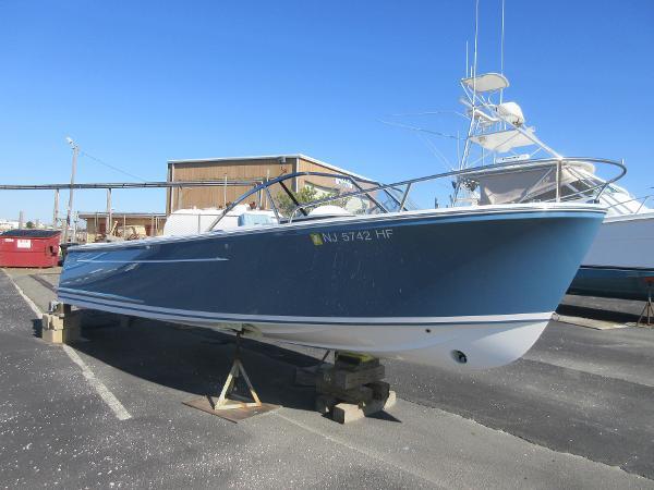 Vanquish Yachts 24 RA