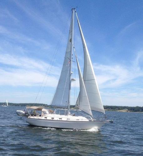 Island Packet 380 Pharos under sail