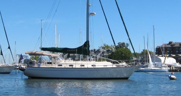 Island Packet 380 Island Packet 380 - At Anchor